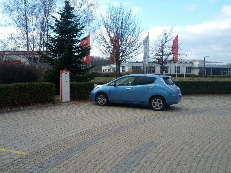 Batterien, Ladestationen und Ladezeiten beim Nissan LEAF