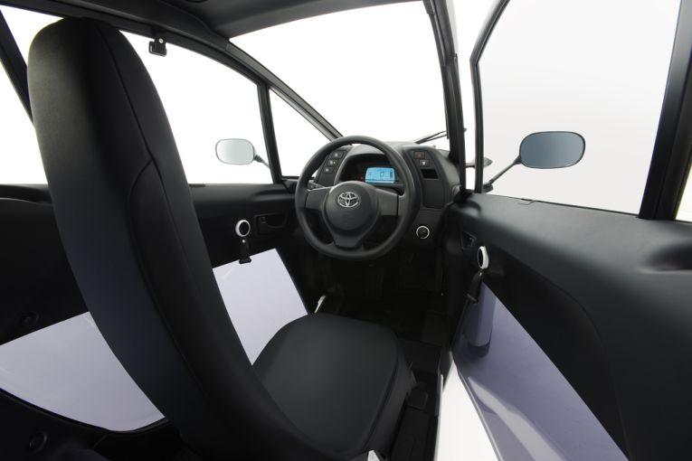 toyota-i-road-elektroauto-innen