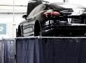 Porsche Panamera als Elektroauto durch Kreisel