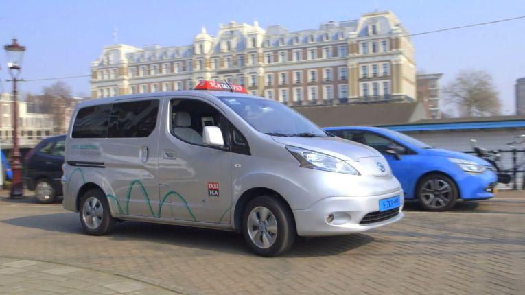elektrotaxi-amsterdam-nissan-elektroauto