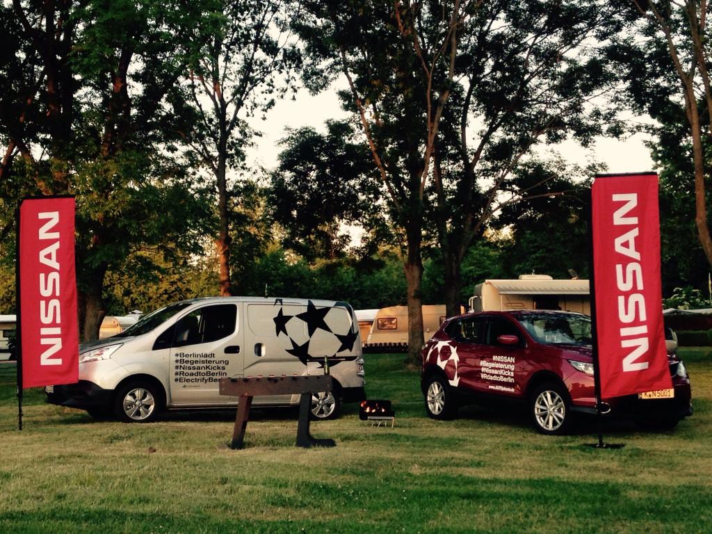 Nissan e-NV200 und Nissan Qashqai auf dem Campingplatz
