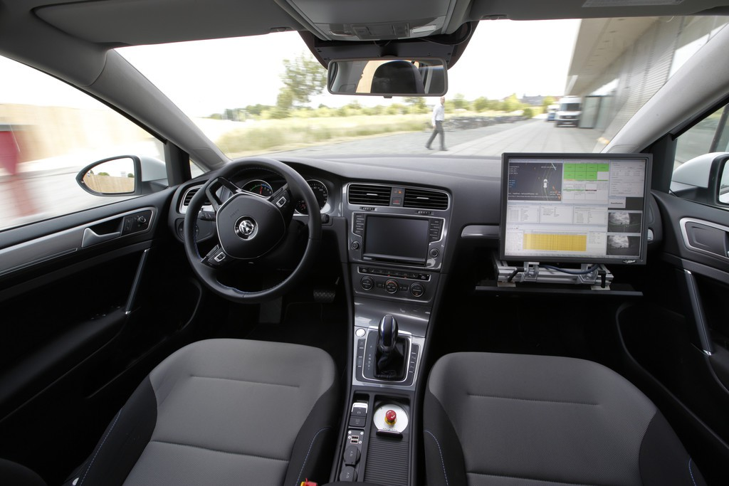 vw-e-golf-v-charge-interieur.jpg