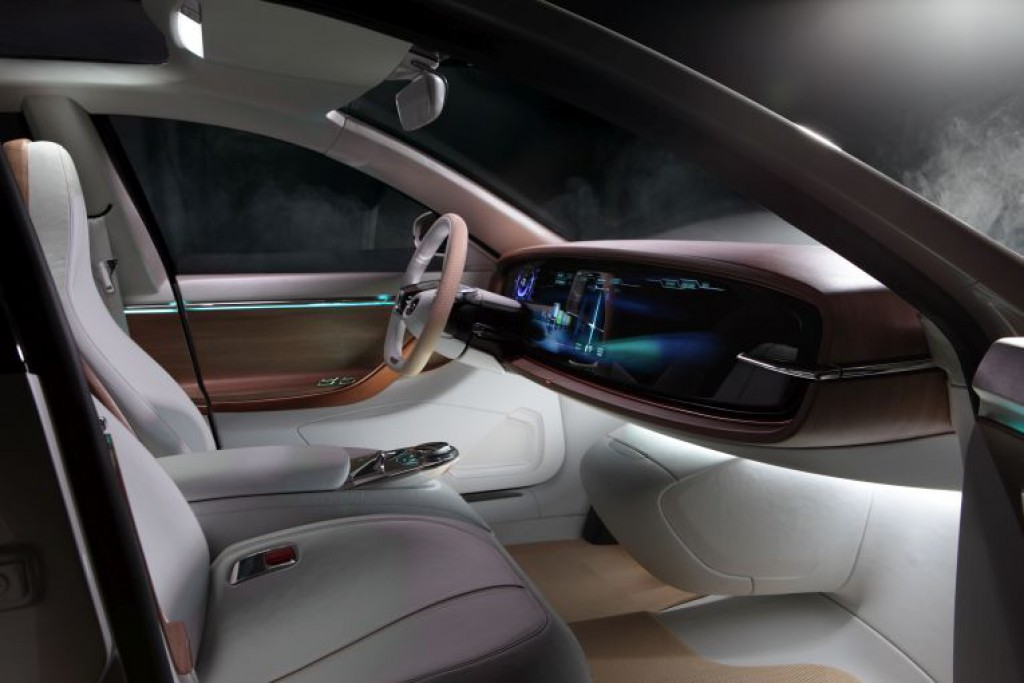 thunder-power-sedan-interieur-2-iaa-2015