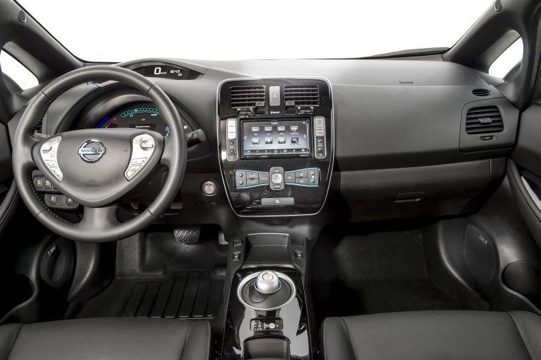 nissan-leaf-2016-elektroauto-interieur