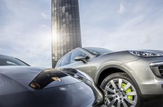 Porsche mit weltweit ersten Photovoltaik-Pylon