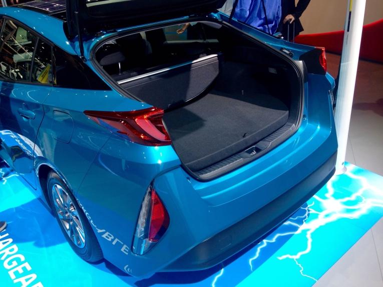 toyota-prius-prime-plugin-hybrid-2016-paris-02